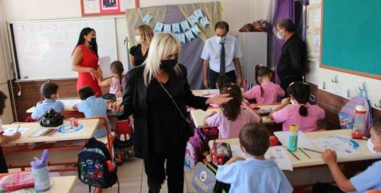 Marmaris'te öğrenciler okullarına, öğretmenler öğrencilerine kavuştu