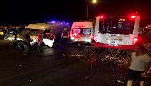İzmir'de 6 araçlık zincirleme kaza