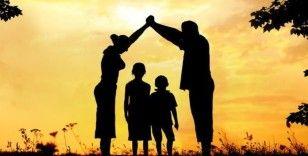 İngiltere'de koruyucu aile olan çift 56 yılda 620 çocuğun bakımını üstlendi