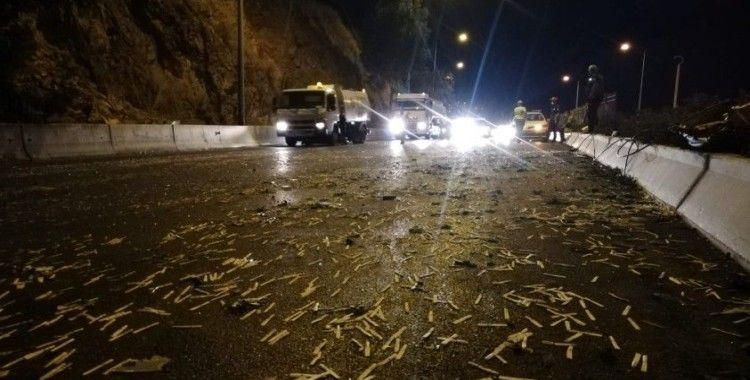 İzmir'de 6 araçlık zincirleme kaza: 11 yaralı