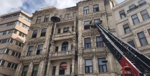 Beyoğlu'nda bulunan tarihi otelde yangın