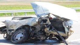 Erzurum'da feci kaza, araç ikiye bölündü