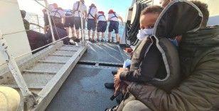 Kuşadası'nda 30 düzensiz göçmen kurtarıldı