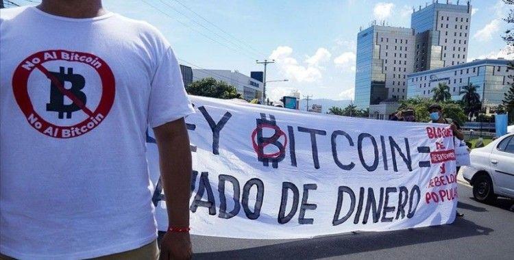 El Salvador'un Bitcoin'i resmen tedavüle sokması finansal risk endişelerini artırdı