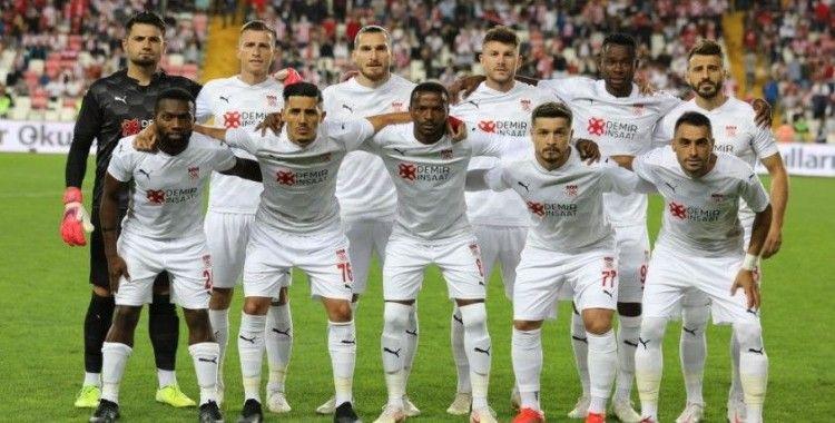 Sivasspor'da 11 futbolcu geldi, 8 gitti