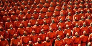"""Kuzey Kore'nin kuruluşunun 73. yıl dönümünde """"koruyucu kıyafetli"""" geçit töreni"""