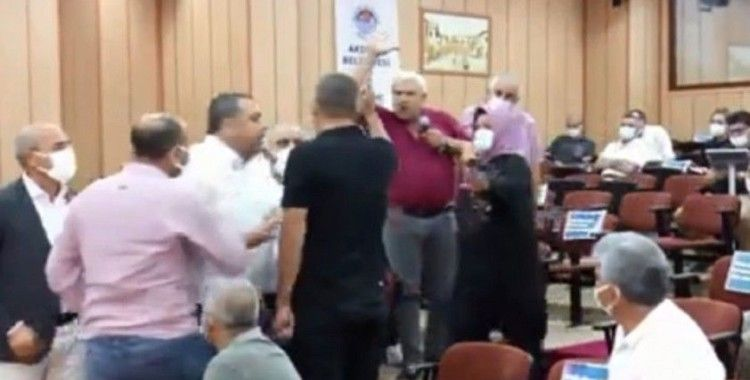 Belediye meclisinde 'heval' gerginliği: CHP'liler MHP'li Nenni'nin üzerine yürüdü