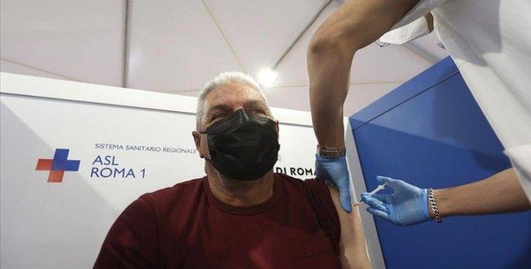 İtalya, Kovid-19 aşısında 3. doza yeşil ışık yaktı