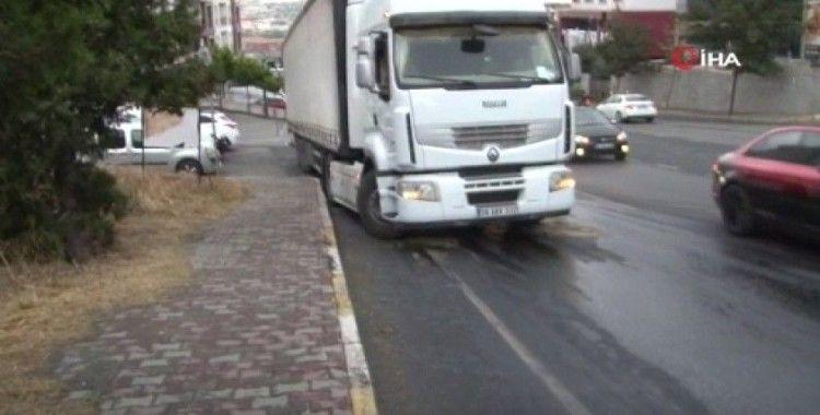 Beylikdüzü'nde sürücülerin yola dökülen mazot ile imtihanı