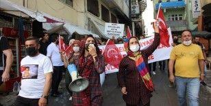 Hakkari'de çocukları dağa kaçırılan aileler HDP İl Başkanlığı önünde eylem yaptı