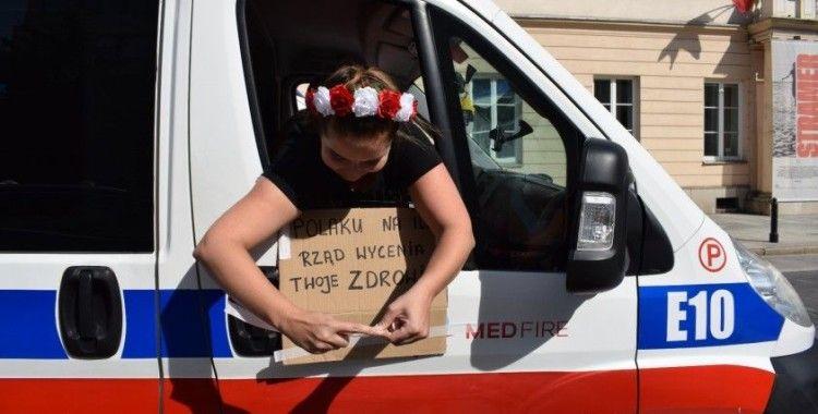 Polonya'da 20 bine yakın sağlık çalışanı hükümete karşı sokaklara döküldü