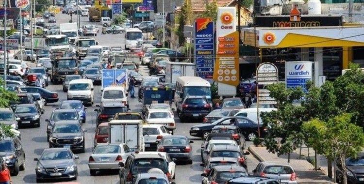 Lübnan'da güvenlik zafiyeti ve benzin kıtlığı nedeniyle akaryakıt istasyonlarının yüzde 90'ı kapalı