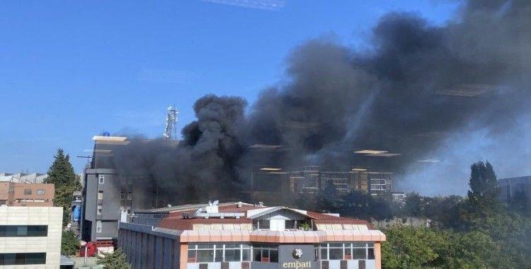 Bahçelievler'de korkutan fabrika yangını
