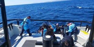 İzmir'de Türk kara sularına itilen 63 düzensiz göçmen kurtarıldı