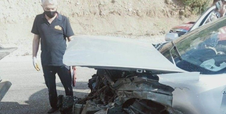 Malatya'da otomobil bariyerlere çarptı: 1'i ağır 4 yaralı