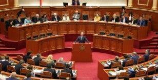 Arnavutluk'ta yeni hükümet güvenoyu aldı