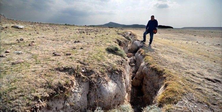 Konya AFAD'ın yüzey yarıkları raporunda, yer altı su seviyesinin azalmasına dikkat çekildi