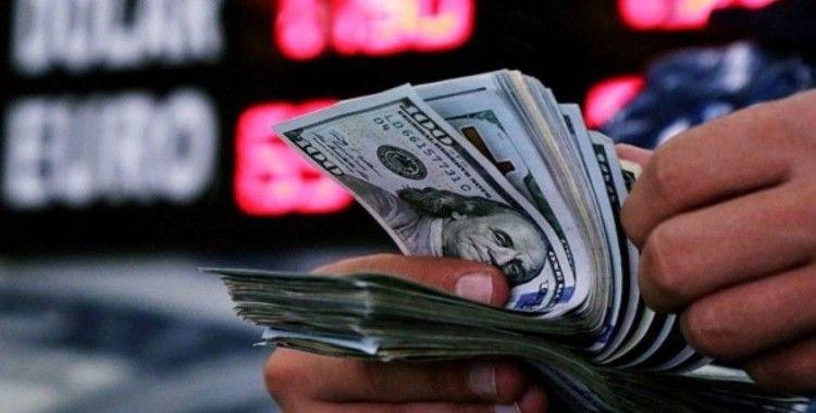 Yıl sonu dolar kuru beklentisi azaldı