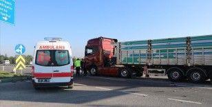 Kütahya'da tır ile öğrenci servisinin çarpışması sonucu 4 kişi yaralandı