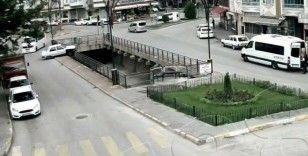 Tokat'ta otomobilin dereye uçtuğu anlar güvenlik kameralarına yansıdı