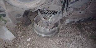 Kaçak mülteci taşıyan kamyonet devrildi: 2 yaralı