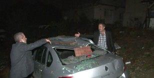 Şiddetli rüzgar nedeniyle Sultangazi'de bazı ev ve ahırların çatısı uçtu