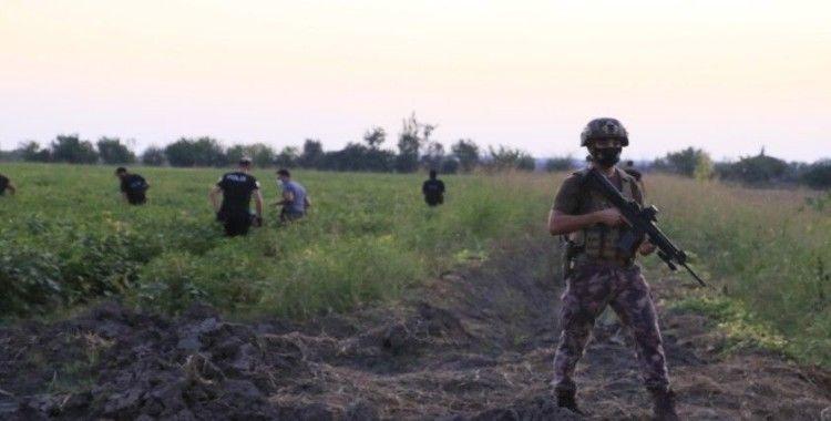 Devriye gezen polislere silahlı saldırı düzenleyen şüpheliler tarlada yakalandı