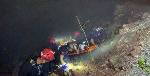 UTV ile 30 metrelik uçuruma düşen 2 kişi 1,5 saatlik çalışmayla kurtarıldı