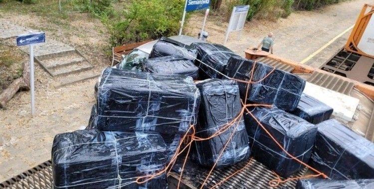 Polonya'da reçine taşıyan tanklara gizlenmiş 121 bin paket sigara ele geçirildi