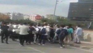 Bursa'da okul önünde arbede kamerada
