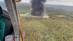 Şile'de fabrika yangınına helikopterden müdahale kamerada