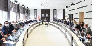 Bakan Özer, İstanbul'da ilçe milli eğitim müdürleri ile bir araya geldi