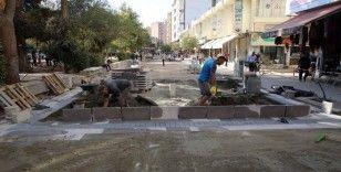 Kızıltepe Cumhuriyet Meydanı'nda yenileme çalışmaları devam ediyor