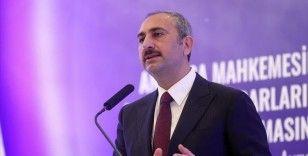 Adalet Bakanı Gül: Herkesin Anayasa Mahkemesi kararlarına uyması hukuk devletinin gereğidir