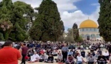 Mescid-i Aksa'da 50 bin Filistinli cuma namazını kıldı
