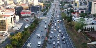 İstanbul'da haftanın son iş gününde trafik yoğunluğu erken başladı