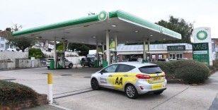İngiltere'de benzin krizi: Nakliye aracı sürücüleri petrol istasyonlarına akın etti