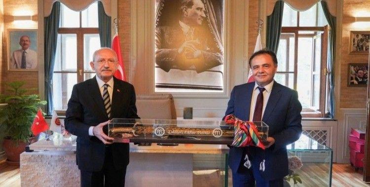 Kılıçdaroğlu, Bilecik Belediye Başkanı Şahin'i ziyaret etti