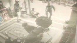 Kendisine küfür eden şahsın dükkanını basıp saldırdı