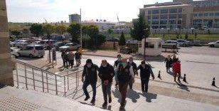 Kuyumculara korku salan 3 dolandırıcı tutuklandı