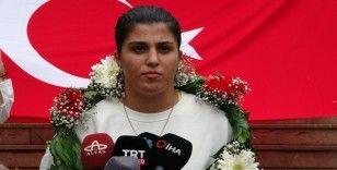 Busenaz Sürmeneli: 'Dünya Şampiyonası'nda dövüşmeyi istiyorum'