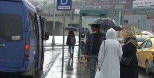 İstanbul'da yağmur yağdı, vatandaş yoğunlaşan trafikten dert yandı
