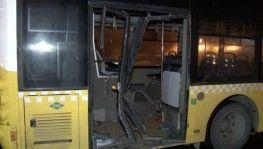 Avcılar'da halk otobüsü kaza yaptı, otobüse bariyer saplandı