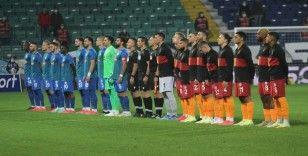 Süper Lig: Çaykur Rizespor: 2 - Galatasaray: 1 (İlk yarı)