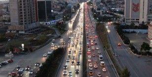 Güneşi gören İstanbullu sokağa çıktı, eve dönüşte trafik yüzde 60'ı buldu