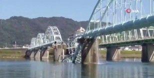 Japonya'da su borularını taşıyan köprü çöktü: 60 bin hane susuz kaldı