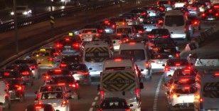 Trafikte pazartesi mesaisi başladı