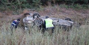 TEM'de bariyerleri parçalayan otomobil şarampole devrildi: 5 yaralı