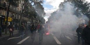 Fransa'da hükümetin sosyal politikalarına karşı grev ve gösteriler düzenlendi