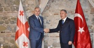Bakan Akar, Gürcistan Savunma Bakanı Burculadze ile görüştü
